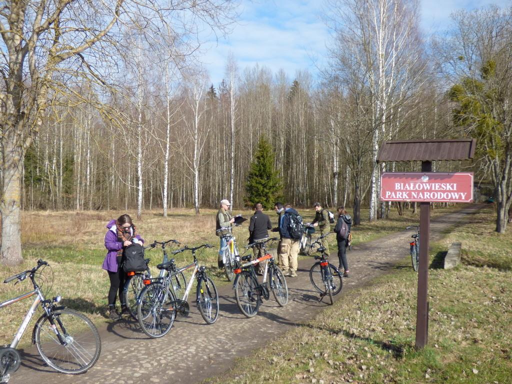 Poruszanie z aparaturą badawczą po BPN możliwe było jedynie pieszo lub przy pomocy rowerów.